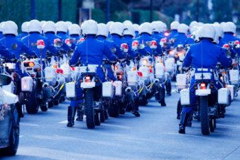 警察官:街を守る警察のバイク部隊